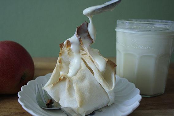 Apfelstrudel-Päckchen mit selbstgemachter Vanillesoße… ein heißes Dessert für kalte Herbsttage