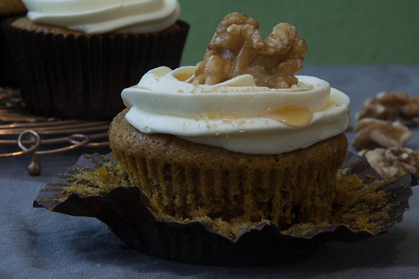 Pumpkin Cupcakes Maple Sirup Walnuts