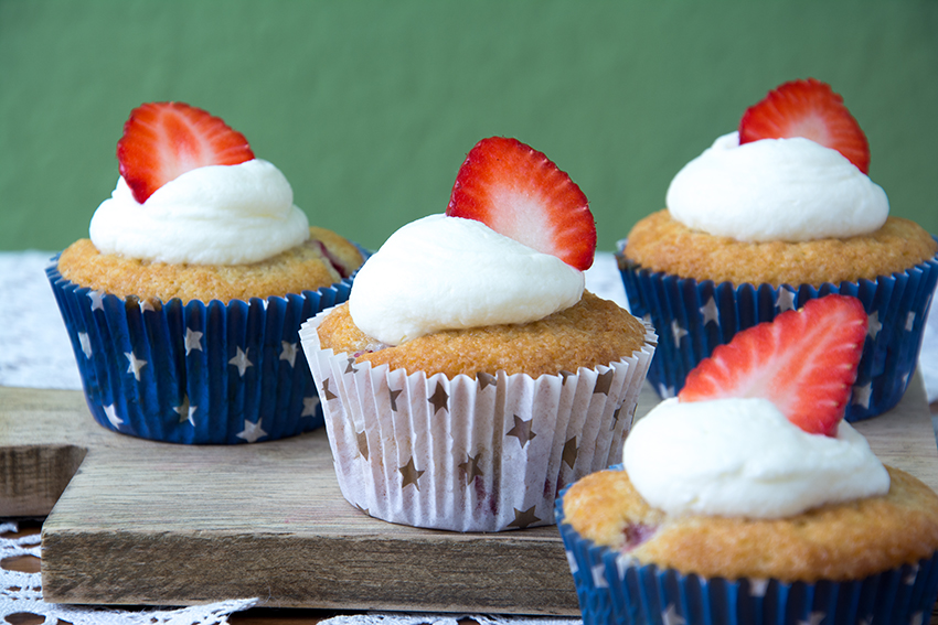 NYC Blogparade, Blog Hop, Unter dem Pflaumenbaum, LeckereKekse, Strawberries and Cream Cupcakes