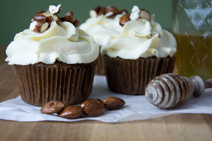 Unter dem Pflaumenbaum, Backblog, Karotten-Cupcakes mit Honig-Frosting