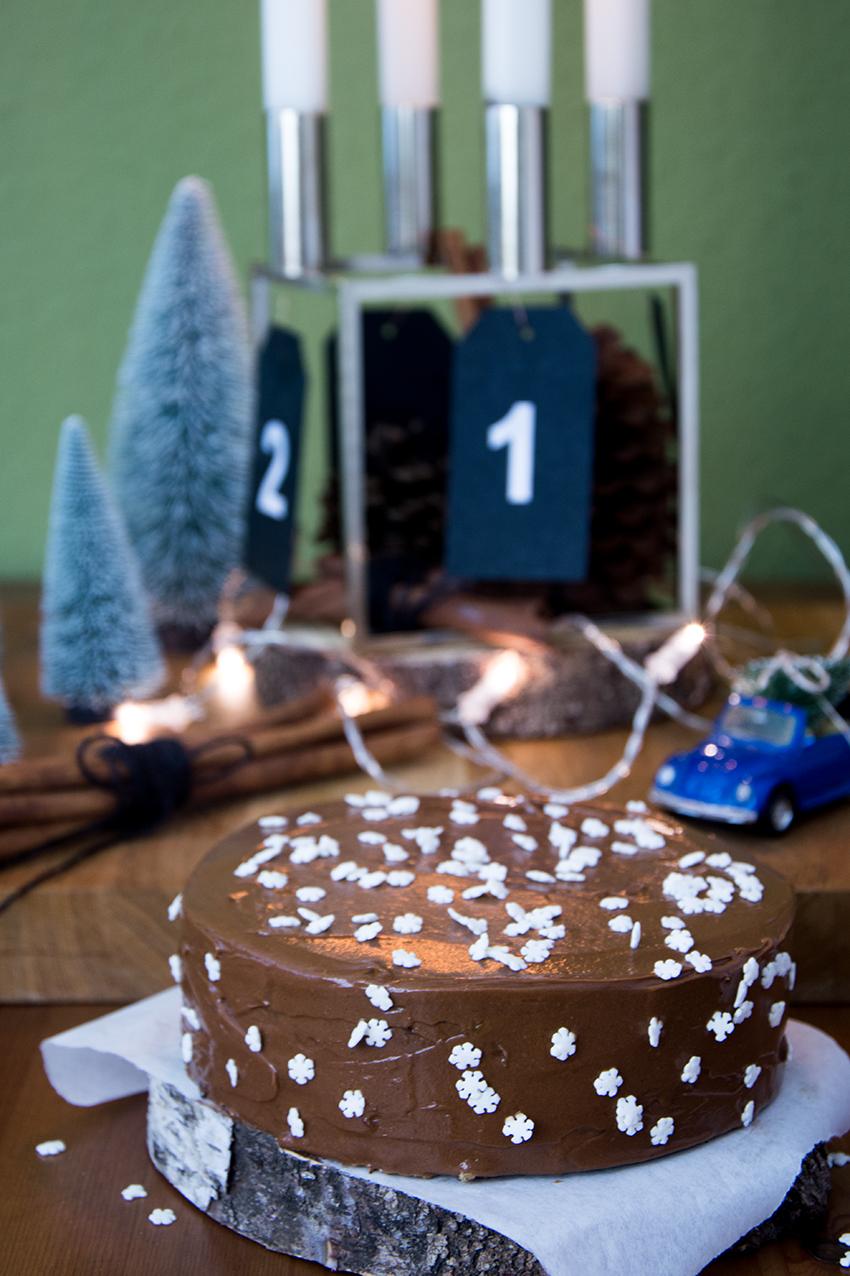 Weihnachtliche Mandeltorte mit schokoladiger Buttercreme