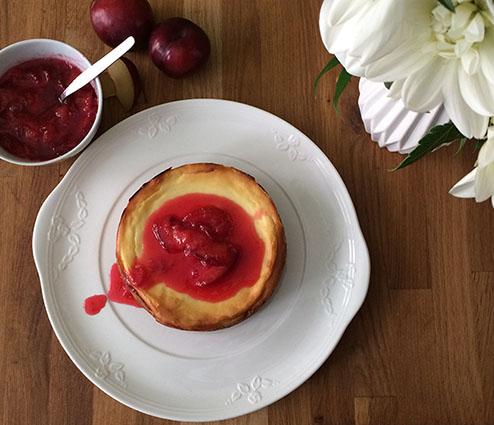 New York Cheesecake mit Pflaumenkompott