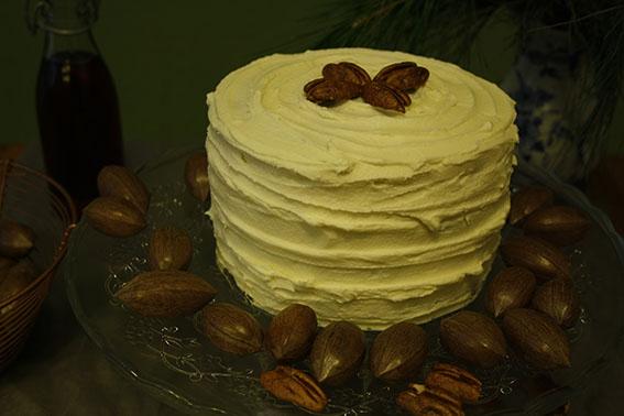 Pekannuss-Torte mit Apfelkompott und Ahornsirup-Frosting