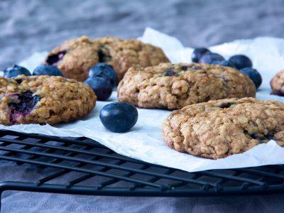 Knuspern schon zum Frühstück… Blaubeer-Cookies mit Haferflocken